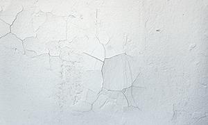 塗装のはがれた外壁